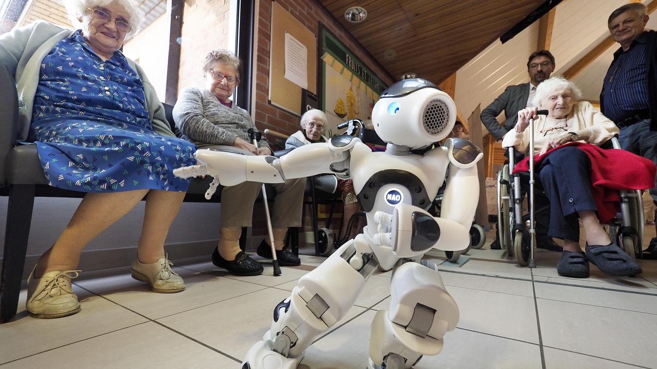 ZORA le robot humanoïde à la rencontre des résidents des Edelweiss
